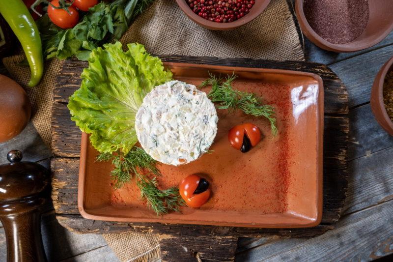 Оливье овощной с майонезом